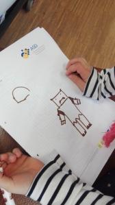 Ork-Kunstwerke von den Kindern der Lese- und Schreibwerkstatt