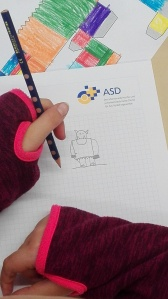 Die Kinder zeichnen Orks mit Rudy Eizenhöfer